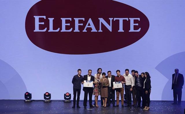 Equipe SEO Marketing sendo premiada no Top of Mind da Folha de Sâo Paulo